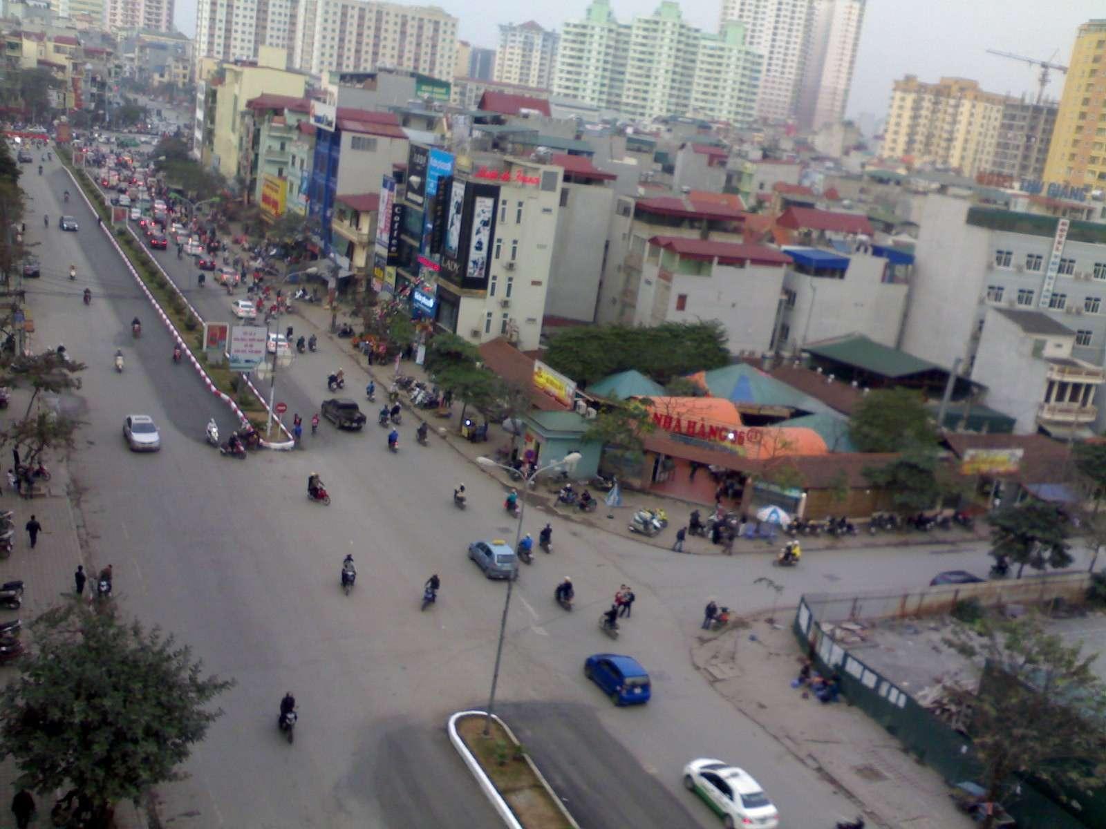 Phố Trần Thái Tông đoạn trước mặt dự án liền kề phố Wall