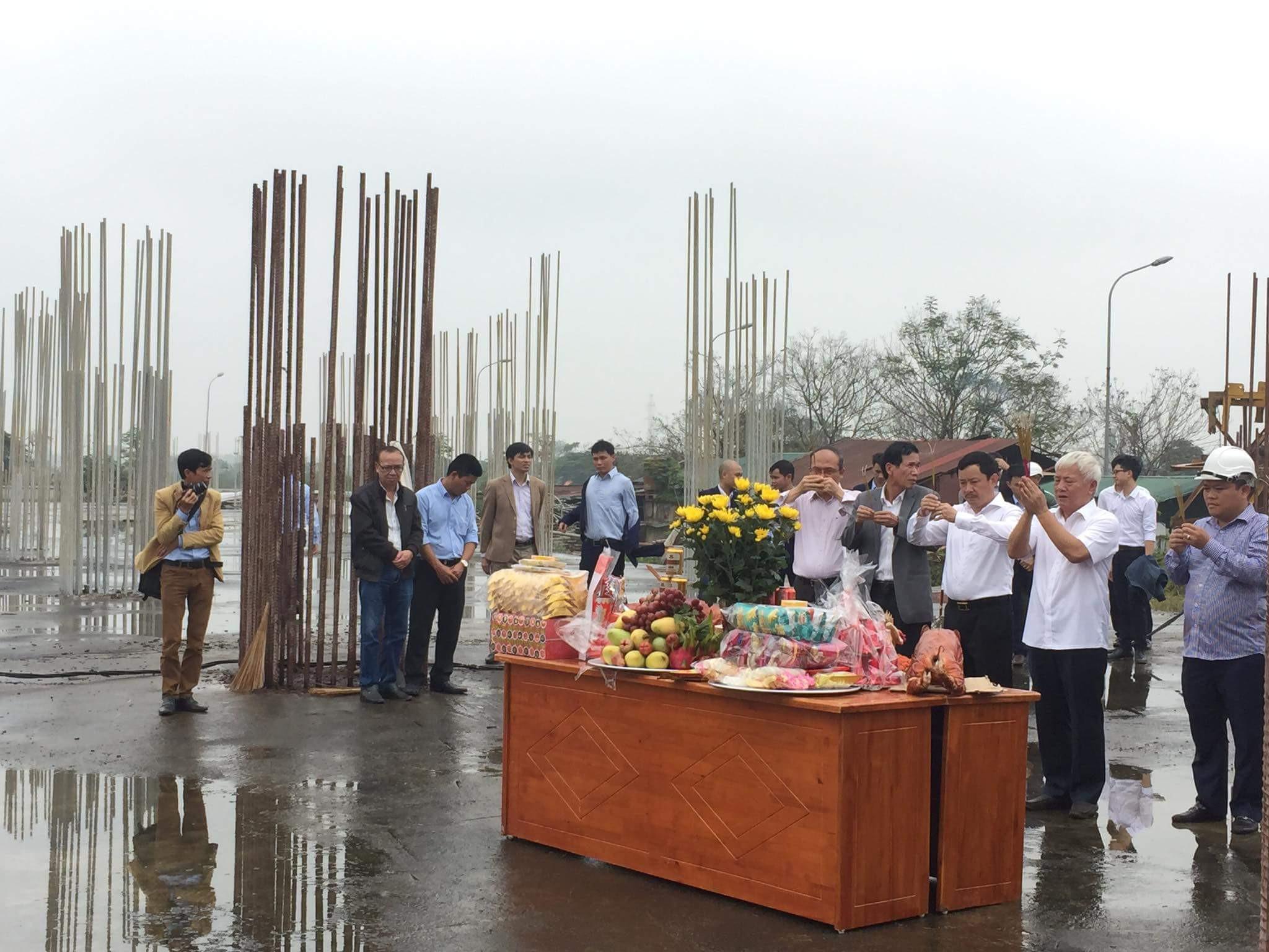 Chủ tịch và các thành viên lãnh đạo Công ty Tecco làm lễ tại dự án Tecco Tứ Hiệp