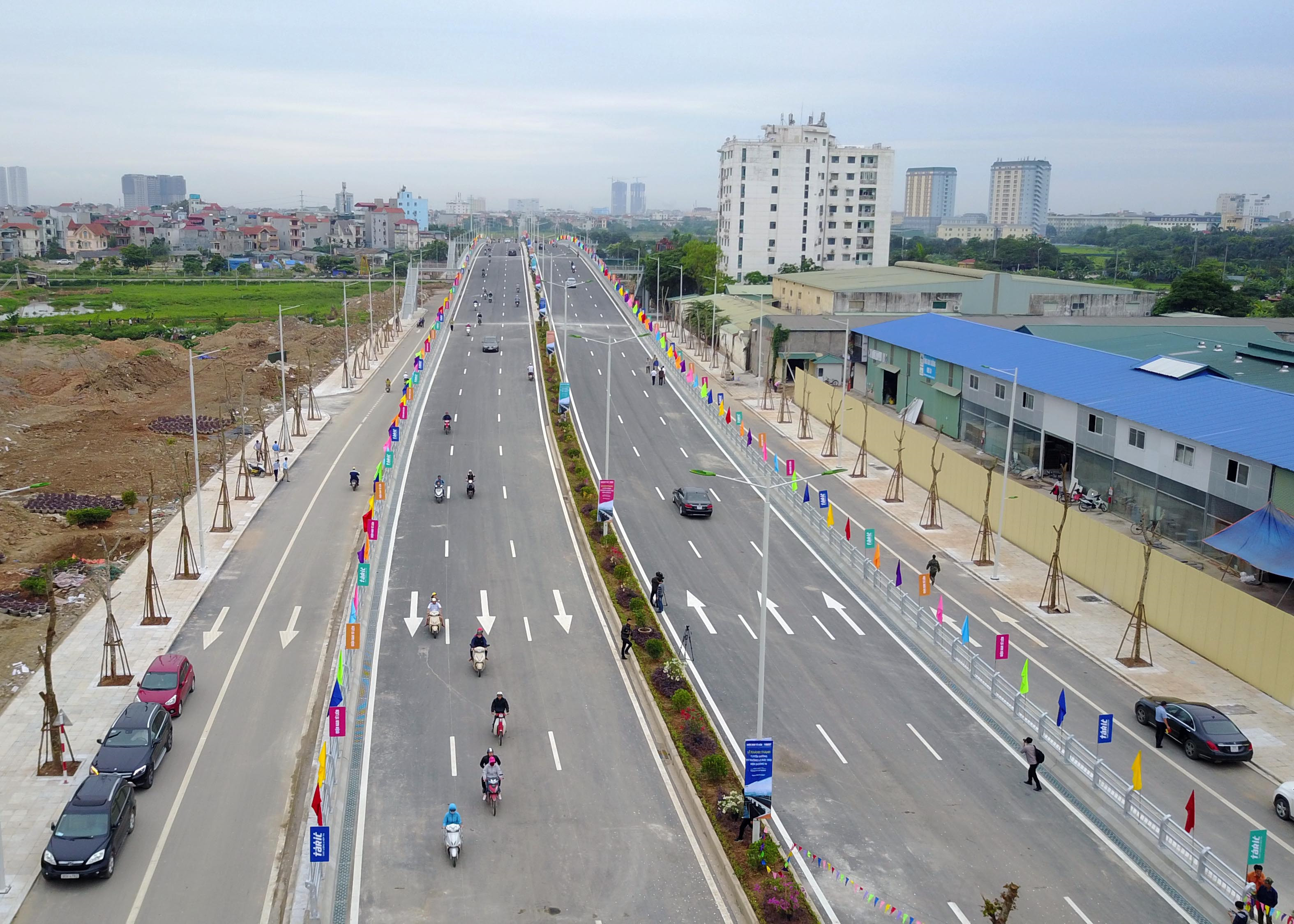 Cầu vượt tuyến đường Trần Hữu Dực kéo dài