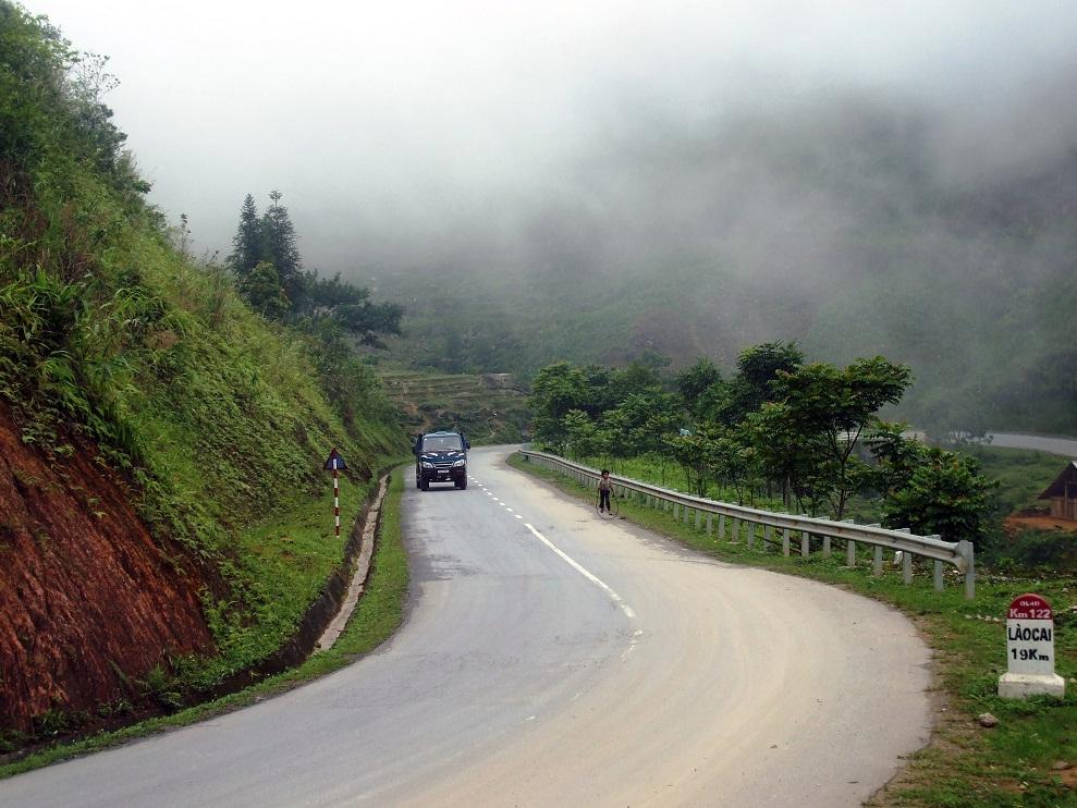 Đường quốc lộ 4D Nam Tiến Lào Cai xây