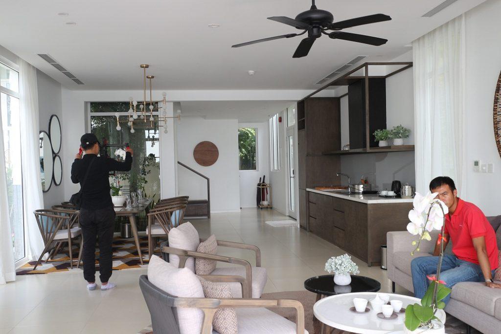 phòng khách - bếp biệt thự The Eden Bay